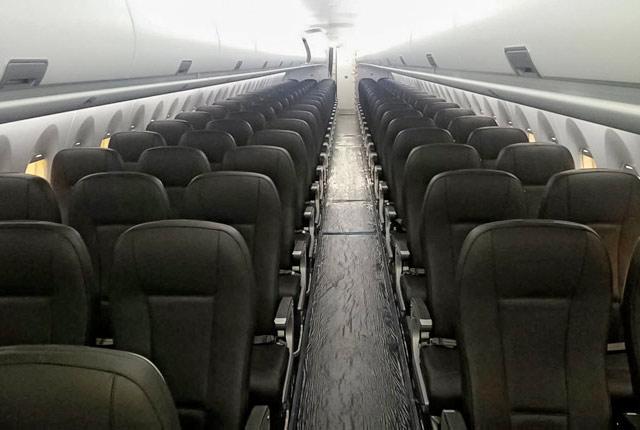Салон самолета SSJ 100 с регистрационным номером 9H-SJI