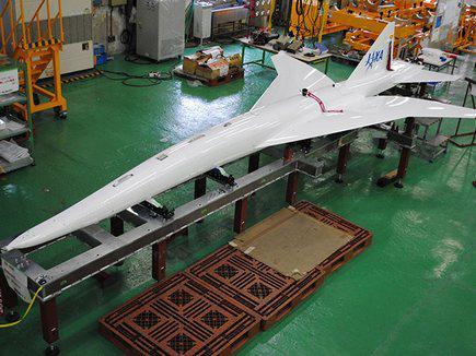 В Японии при испытаниях сверхзвукового самолета успешно погасили звуковой удар