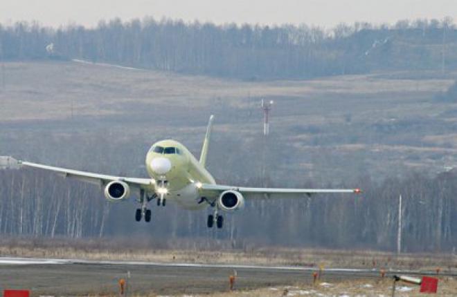 Первый серийный Sukhoi Superjet 100 заканчивает первый полет (ГСС)