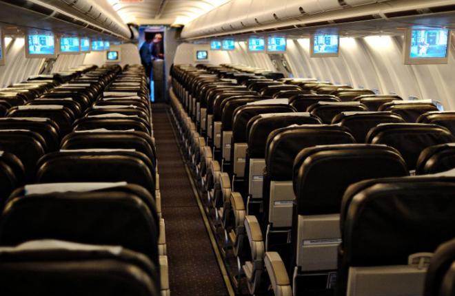 салон самолета Boeing 737 Orenair