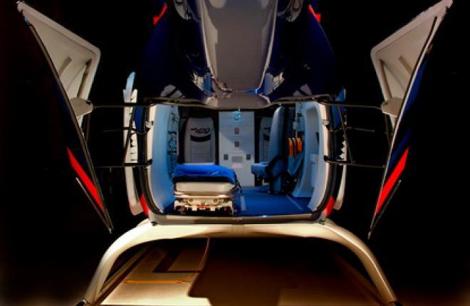 Задние распашные двери Bell 429 в открытом состоянии создают безопасную рабочую