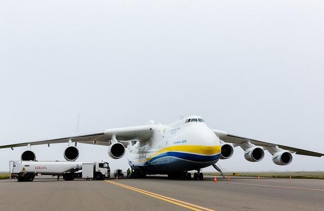 "Самолет Ан-225 ""Мрия"" в аэропорту Баку"