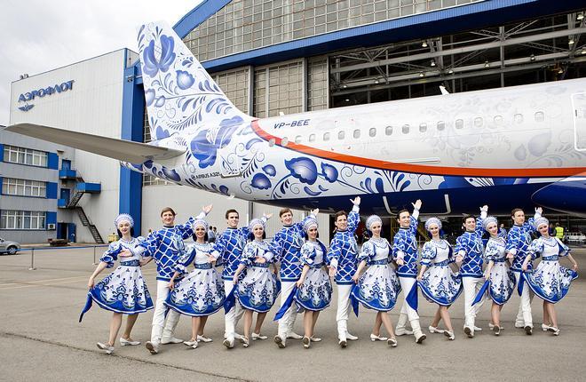 """Самолет Airbus A321 авиакомпании """"Аэрофлот"""" в юбилейной ливрее"""