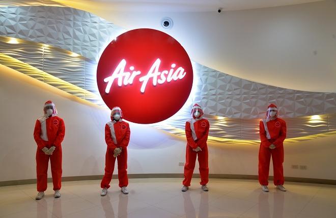 Новая униформа для бортпроводников авиакомпании AirAsia