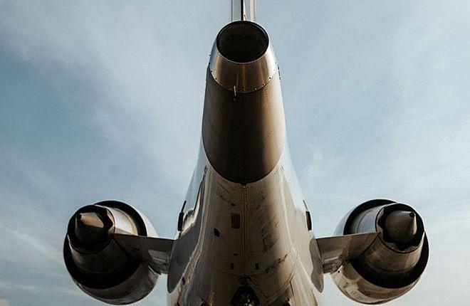 самолет сзади