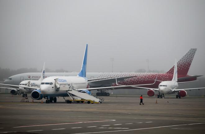 Пассажирские самолеты в аэропорту Внуково