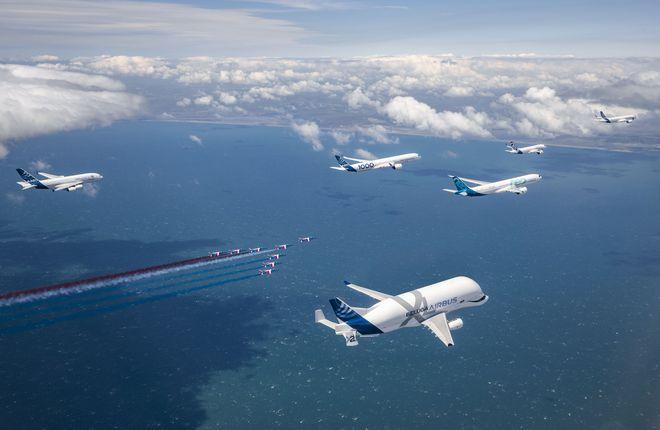 групповой пролет самолетов Airbus