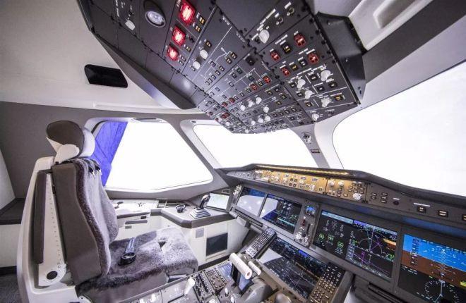 Кабина пилотов CR929