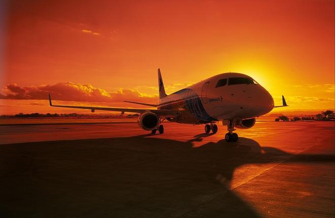 Самолет Embraer E170
