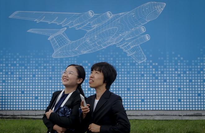 Гости из Китая на авиасалоне МАКС