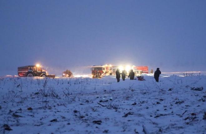 По предварительной версии, причиной падения самолета Ан-148 в Подмосковье могли стать неверные данные о скорости полета из-за обледенения датчиков (МЧС России)