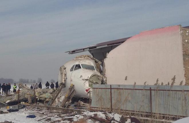 Разбившийся самолет Fokker 100 авиакомпании Bek Air