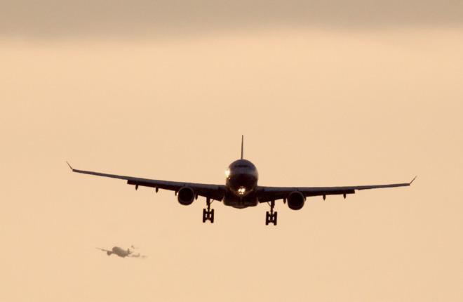 Самолеты летят в российском небе