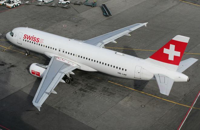 Самолет Airbus A320 авиакомпании Swiss в аэропорту Домодедово