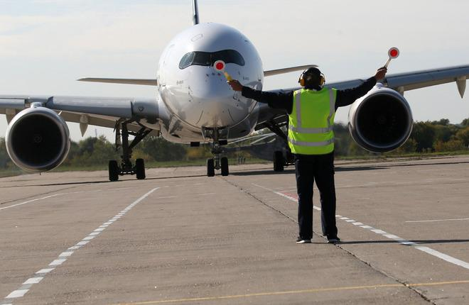 Самолет A350 в аэропорту Жуковского