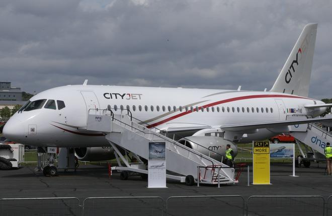 самолет SSJ 100 авиакомпании Cityjet