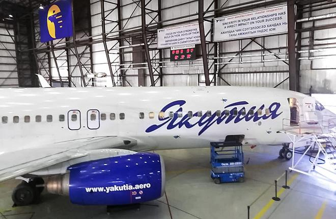 """Самолет Boeing 737 авиакомпании """"Якутия"""" в ангаре MIAT MRO"""