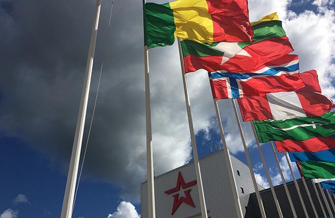 """Форум """"Армия"""" проводится уже в четвертый раз. В 2018 г. на 26 тыс. представленных на нем единиц военной продукции приехали посмотреть участники из 102 стран :: ATO.ru"""
