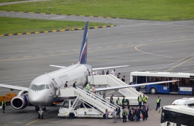 Крупнейшим оператором SSJ100 сейчас является «Аэрофлот» :: Леонид Фаерберг / Transport-Photo.com