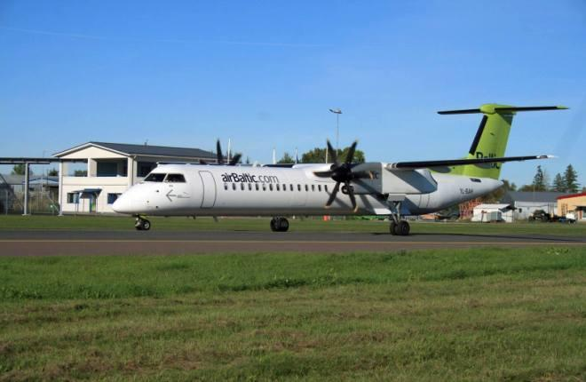 Самолет Q400 авиакомпании airBaltic