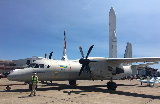 Самолет Ан-132
