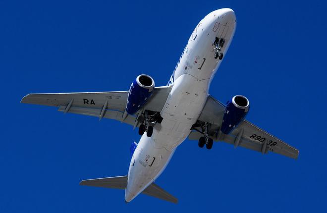 """Самолет Superjet 100 авиакомпании """"Якутия"""""""