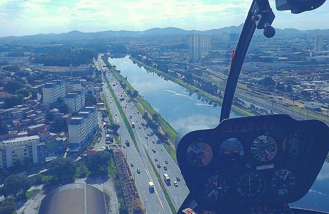 Полет вертолета над Сан-Паулу