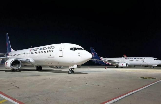 Самолеты Boeing 737-800 авиакомпании MyWay Airlines