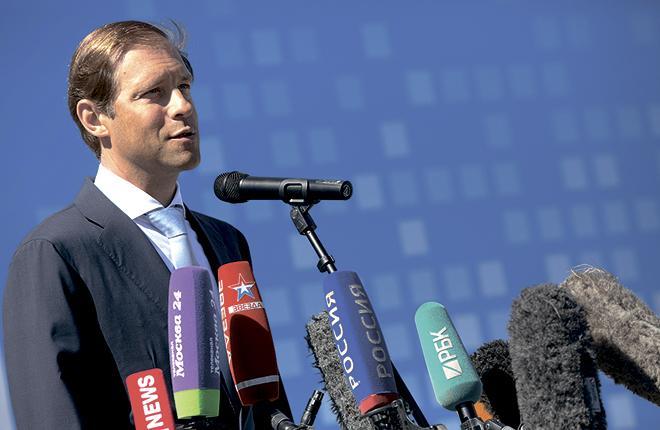 Глава Минпромторга России Денис Мантуров на МАКС-2015