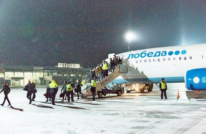 """Самолет Boeing 737-800 авиакомпании """"Победа"""" в аэропорту Бегишево"""