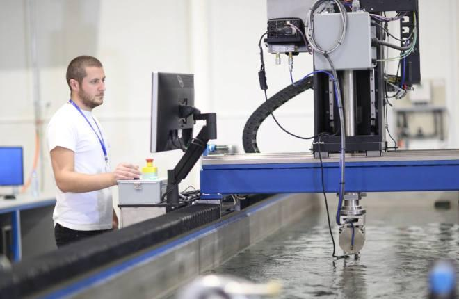 Производство композитных авиадеталей на заводе Aero-Structure Technologies Cyclone