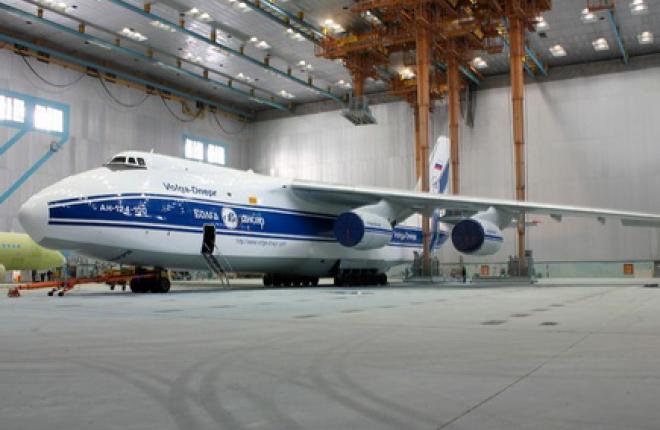 """Самолет Ан-124 авиакомпании """"Волга-Днепр"""" покрасили по новой технологии"""