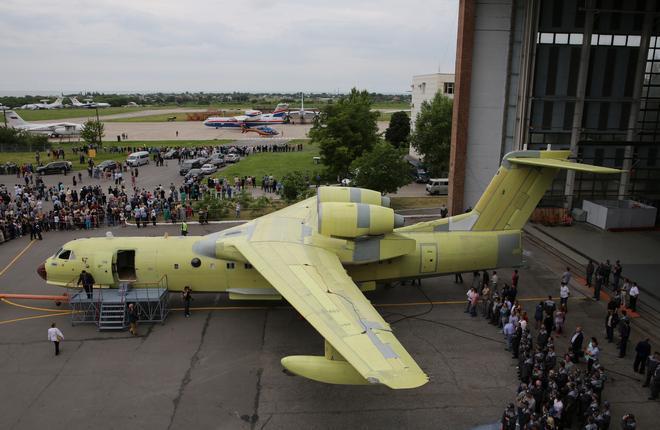 В Таганроге показали первый самолет Бе-200ЧС местной сборки