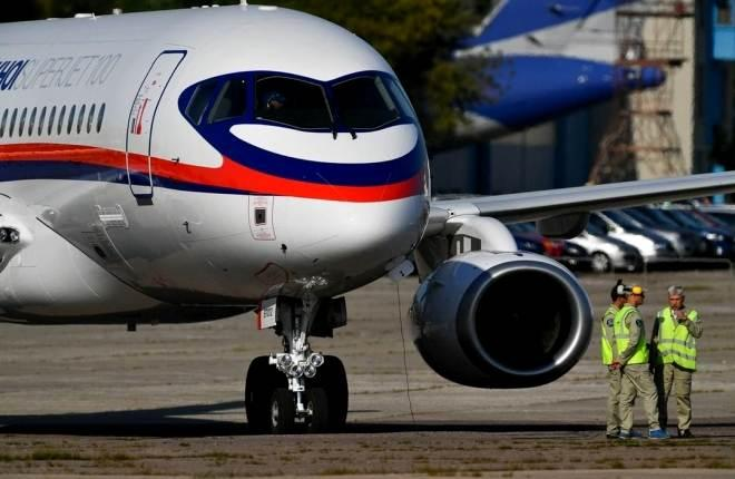 Самолет SSJ 100