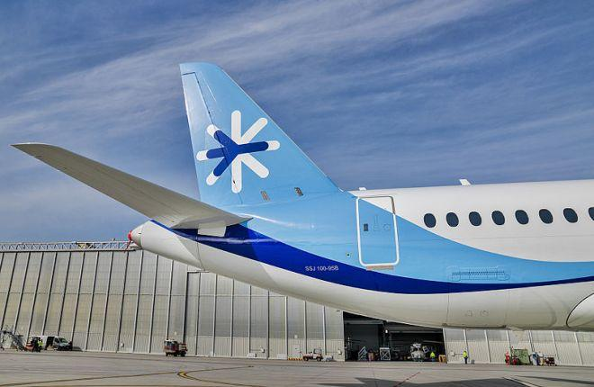 799px-ssj100_for_interjet_-_painting_the_livery_8465014866.jpg