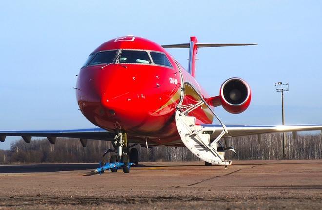 "Самолет Bombardier авиакомпании ""РусЛайн"""