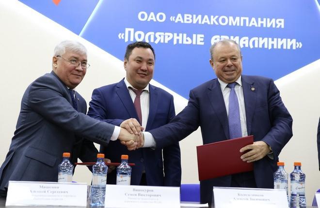 """Подписание договора между """"Полярными авиалиниями"""" и У-УАЗ"""