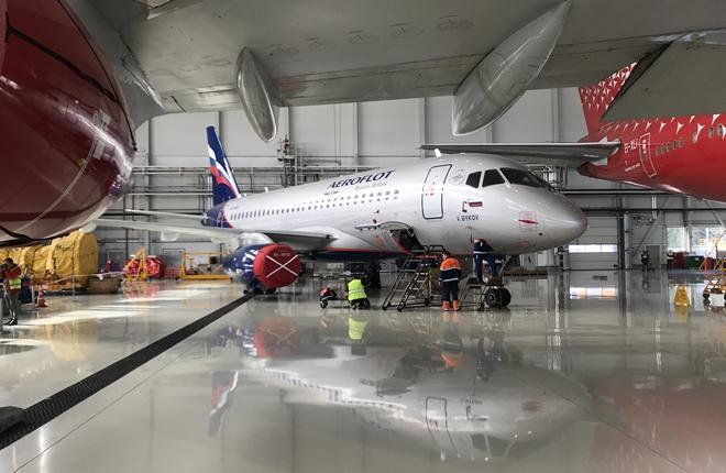 """самолет Superjet 100 авиакомпании """"Аэрофлот"""" в ангаре компании """"А-Техникс"""" в Шереметьево"""