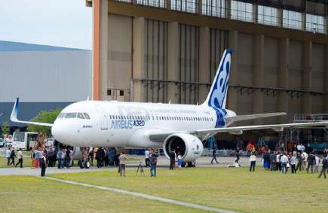 Airbus выкатил первый самолет A320NEO