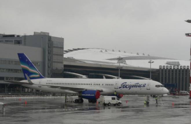 """Самолет Boeing 757-200 авиакомпании """"Якутия"""" вернулся в Москву"""