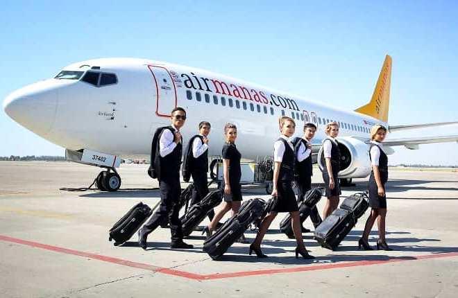Экипаж и самолет авиакомпании Air Manas