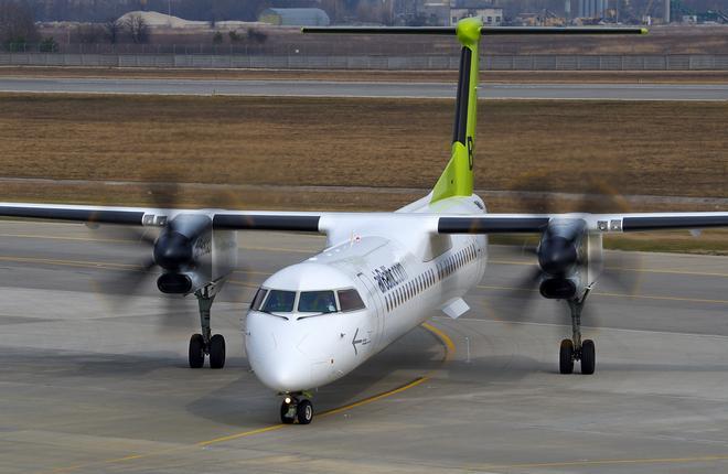 Самолет Bombardier Q400NG авиакомпании airBaltic