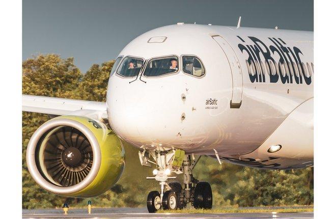 самолет Airbus A220-300 авиакомпании Air Baltic