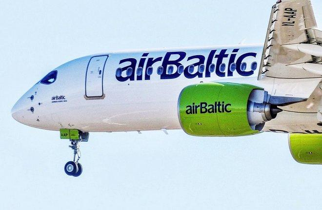 Самолет Airbus A220-300 латвийской авиакомпании airBaltic