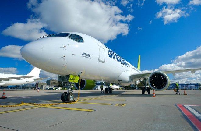 самолет Airbus A220-300 (YL-AAW) авиакомпании airBaltic прибыл в Ригу
