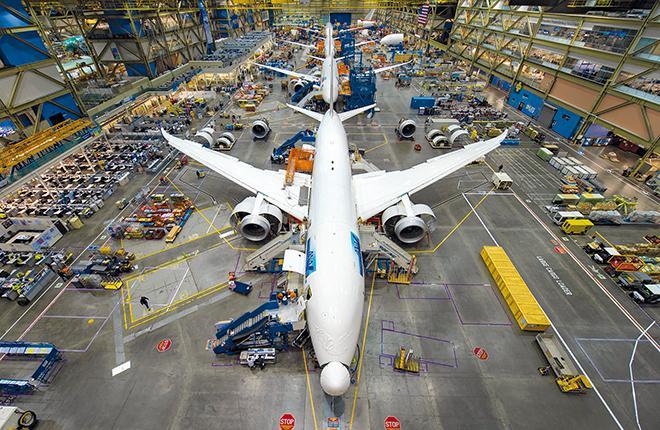 В 2015 году Boeing поставил 135 самолетов 787-й серии с заводов в Эверетте (Вашингтон) и Чарлстоне (Южная Каролина)