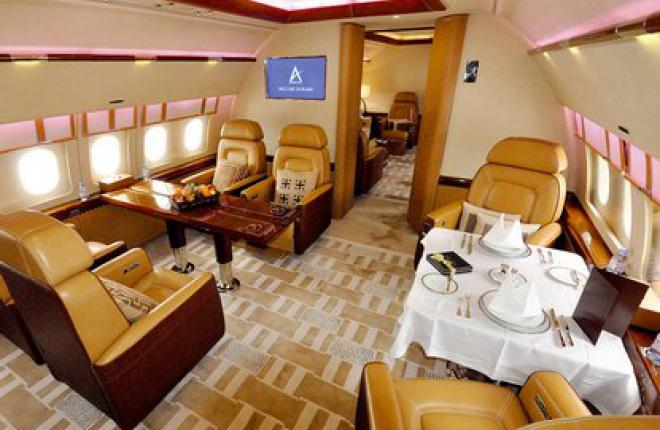 Салон дизайнерского ACJ319 оформлен в спокойных бежево-коричневых тонах