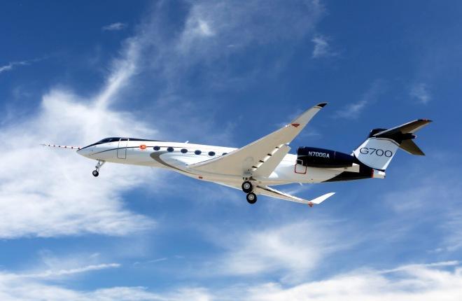 Первый полет G700
