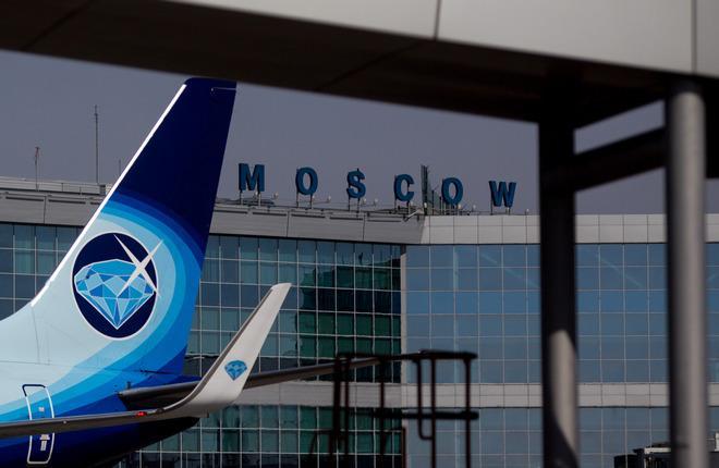 "Хвост самолета Boeing 737 авиакомпании ""Алроса"""