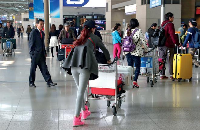 Программное обеспечение CrowdVision позволяет аэропортам в реальном времени отслеживать движение пассажиров, быстро регистрировать их на рейс и избегать очередей в зоне досмотра :: Фото: Федор Борисов / Transport-Photo.com